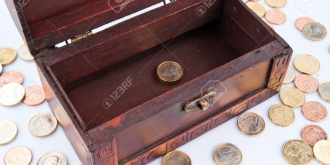 12148321-casse-dello-Stato-vuote-debito-nel-bilancio-simbolo-per-il-debito-pubblico--Archivio-Fotografico
