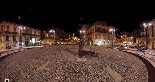 55 Fontana Cellini, dietro si intravede la fontana delle Madonna delle Lacrime e il Palazzo Di Martino, in fondo la Chiesa della Madonna delle Grazie.